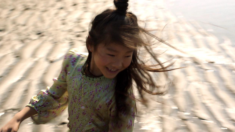 Beeld uit Meisjesjongensmix, de 6,5 minuut durende documentaire van Lara Aerts over Wen Long. Beeld