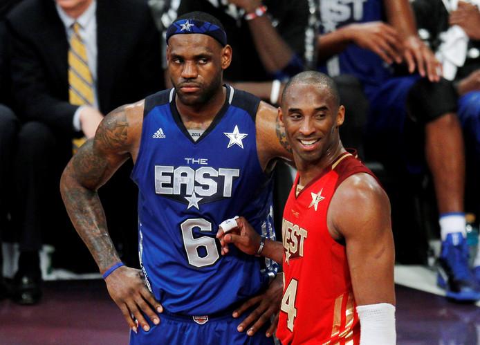 LeBron James (links) en Kobe Bryant in 2011.