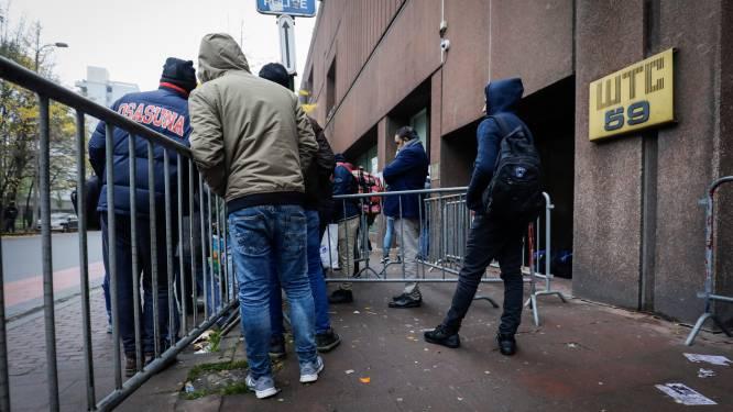 """Protest aan Dienst Vreemdelingenzaken: """"Ze duwen mensen het Maximiliaanpark en het Noordstation in"""""""
