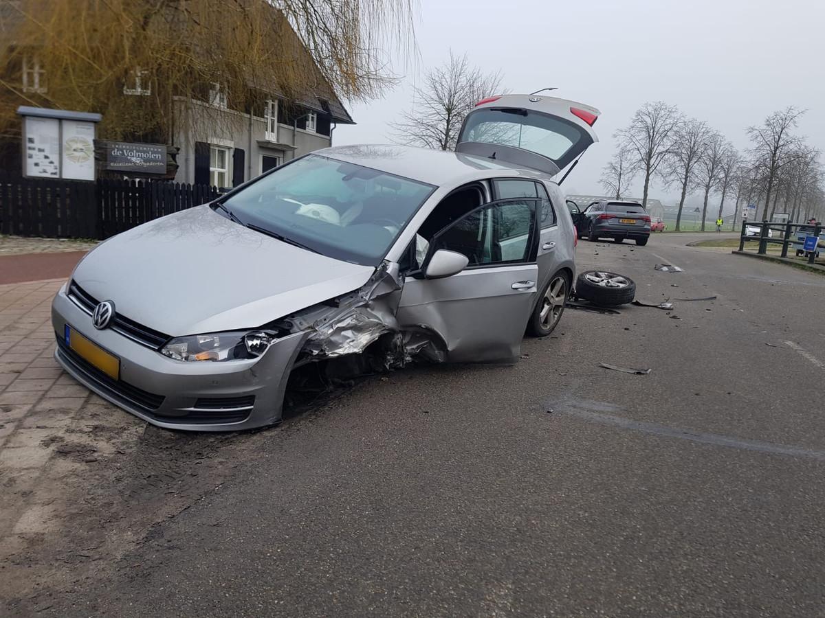 Botsing tussen twee auto's in Riethoven.