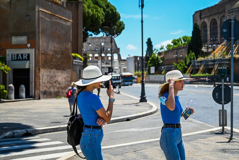Nu Italië de lockdown versoepelt zijn de toeristen weer in Rome te vinden.  Beeld Hollandse Hoogte / AFP