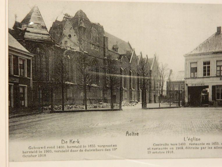 De kerk in 1918 nadat ze op het einde van de Eerste Wereldoorlog vernield werd met dynamiet.