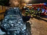 Eigenaar woedend na autobrand in Oosterhout: 'Het zijn die raddraaiers weer'
