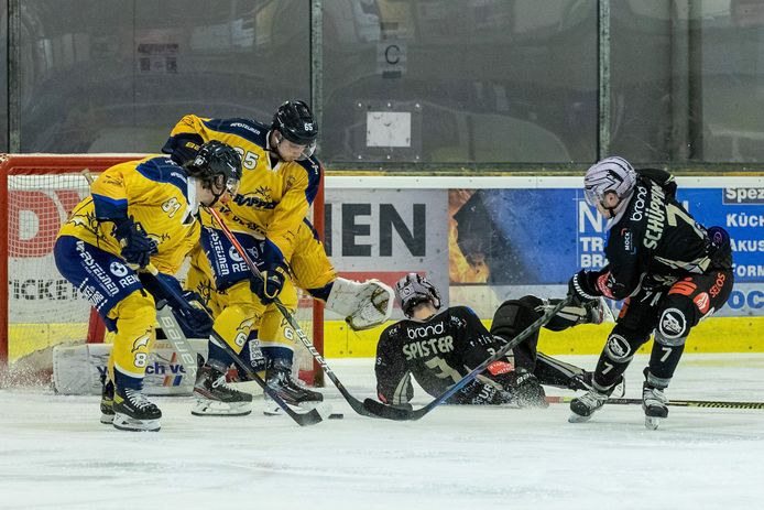 Tilburg trappers (in gele shirts).