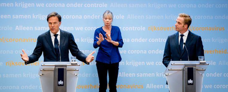 Premier Mark Rutte en minister Hugo de Jonge tijdens een persconferentie over de huidige stand van zaken omtrent corona in Nederland. Beeld ANP
