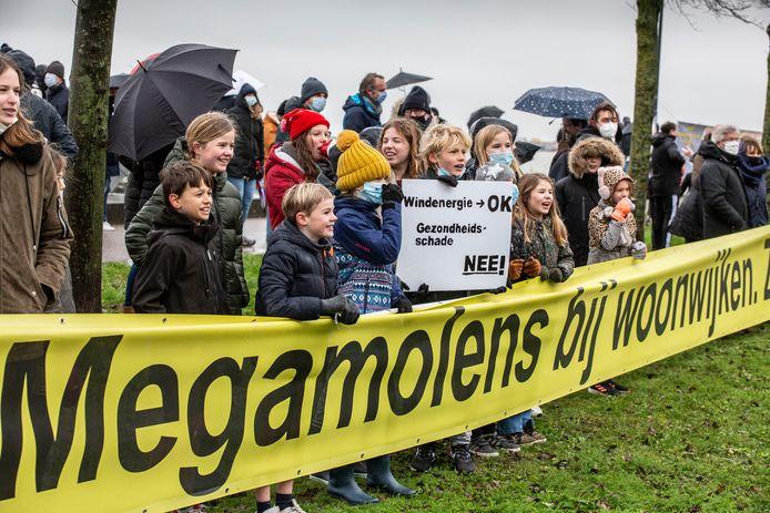 Protest tegen de komst van windmolens bij IJburg.