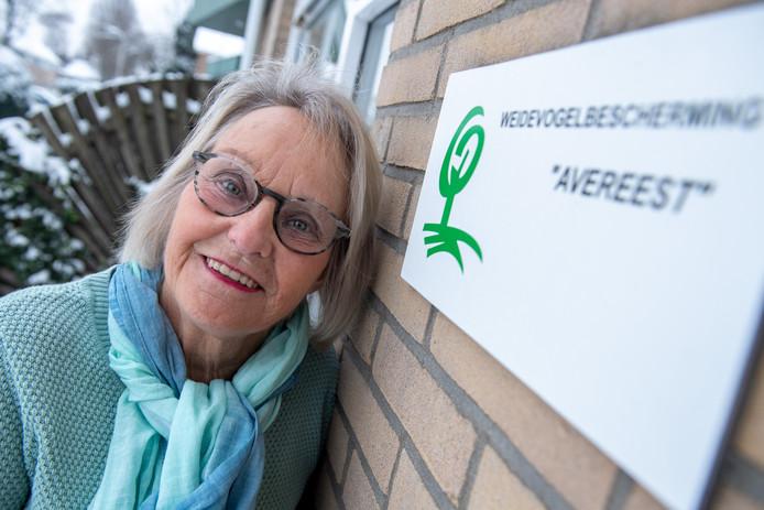 Janny Spijkerman is koninklijk onderscheiden bij haar afscheid als voorzitter van de Weidevogelbescherming Avereest.