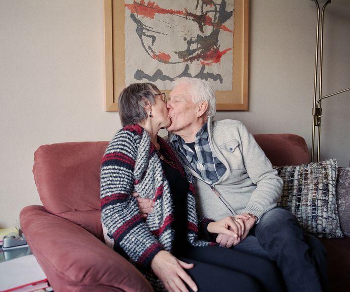 Het beeld dat ouderen geen behoefte meer hebben aan seks, is onterecht, stelt onderzoeker Kitty van der Made.