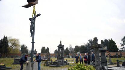 Tobback houdt woord: Calvarie is terug op begraafplaats in Vlierbeek