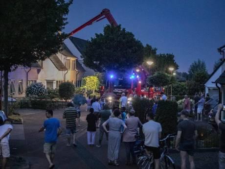 Onweersbuien: bliksem veroorzaakt brand in Doesburg en Vortum, boom op huis en op snelweg A12, kelders vol water