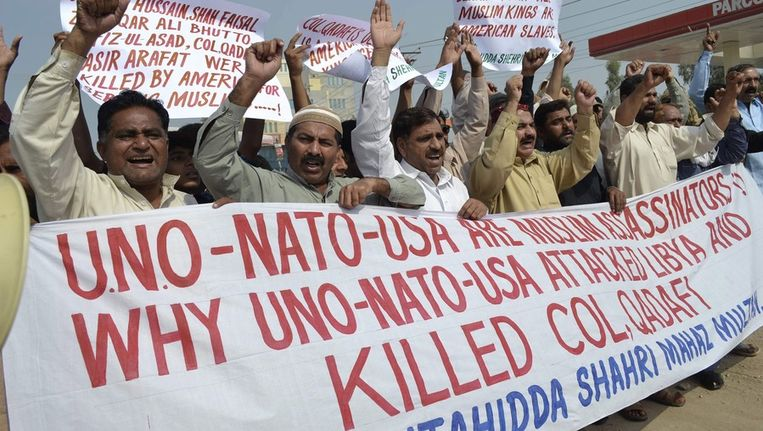 Demonstratie in Pakistan tegen de dood van Kaddafi. Beeld epa