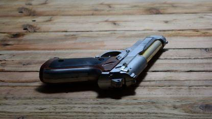 Amerikaanse peuter schiet zichzelf dood met pistool dat hij vindt in slaapkamer ouders