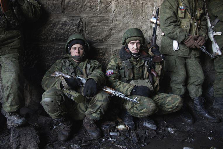 Separatisten bereiden zich voor om op te rukken naar Debaltseve. De G7 wil dat de strijdende partijen in Oost-Oekraïne afzien van acties die een wapenstilstand in de weg staan, zoals het verhevigen van de strijd om Debaltseve.