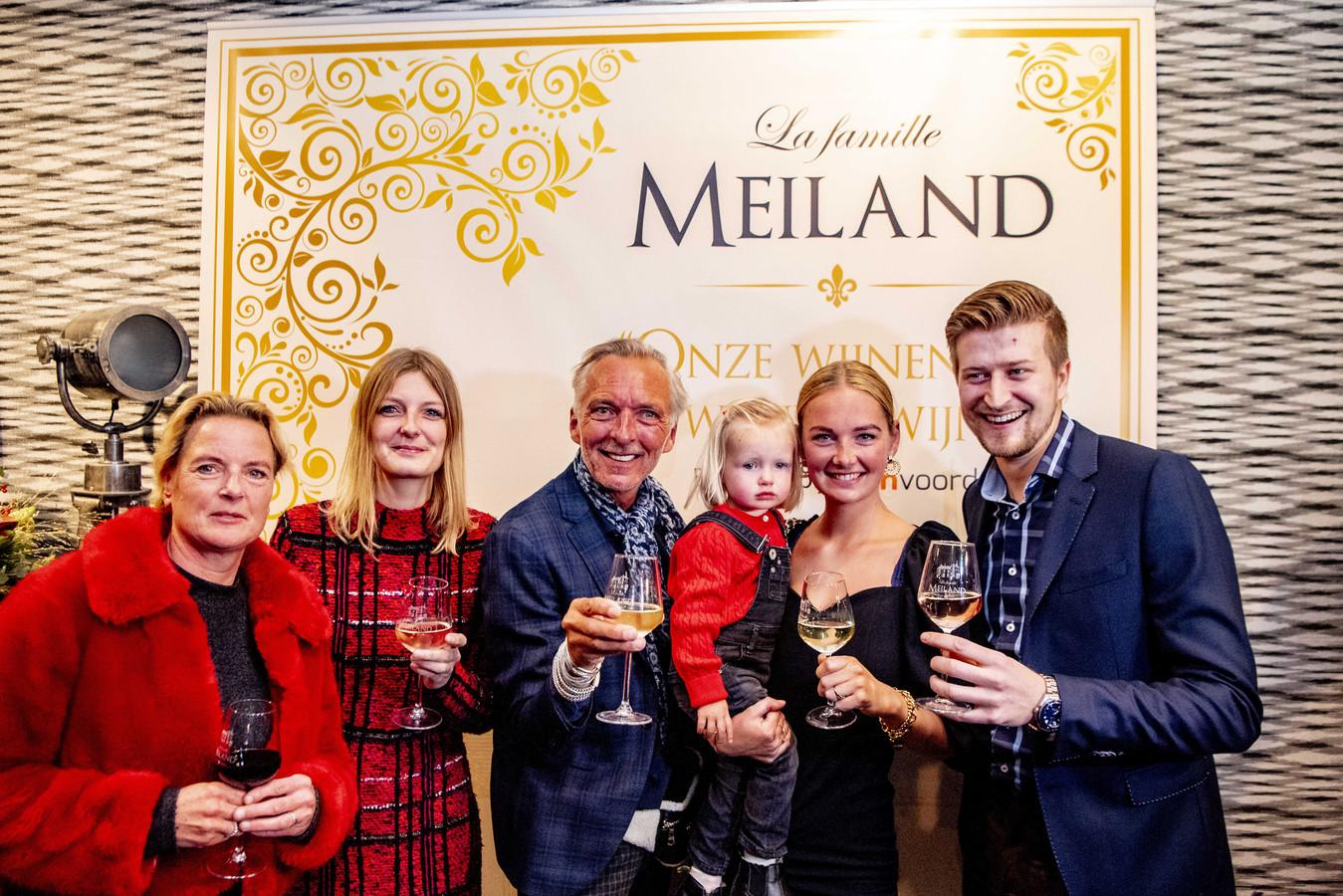 Martien Meiland, moeder Erica, dochter Maxime, kleindochter Claire en dochter Montana tijdens de presentatie van de nieuwe wijncollectie van de familie Meiland.