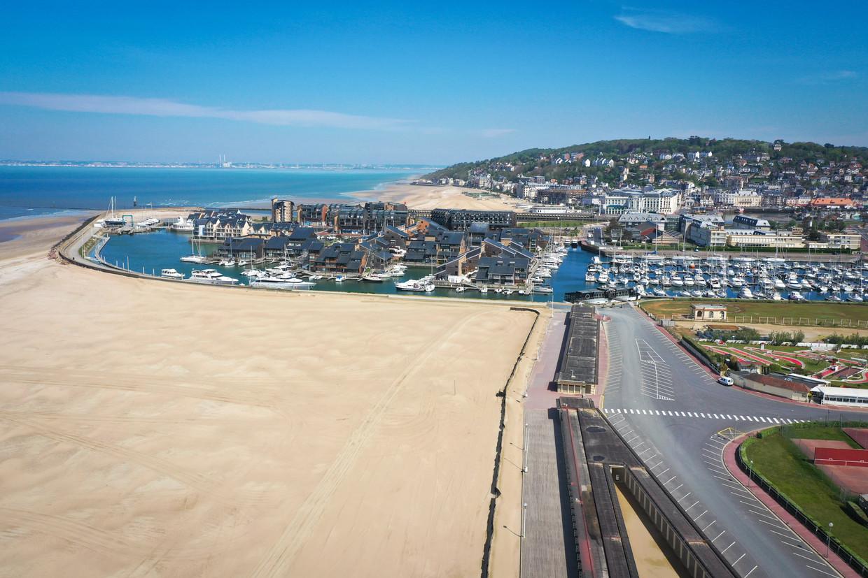 Franse stranden zijn vooralsnog verlaten, maar veel Fransen kunnen niet wachten tot de toeristen weer komen.