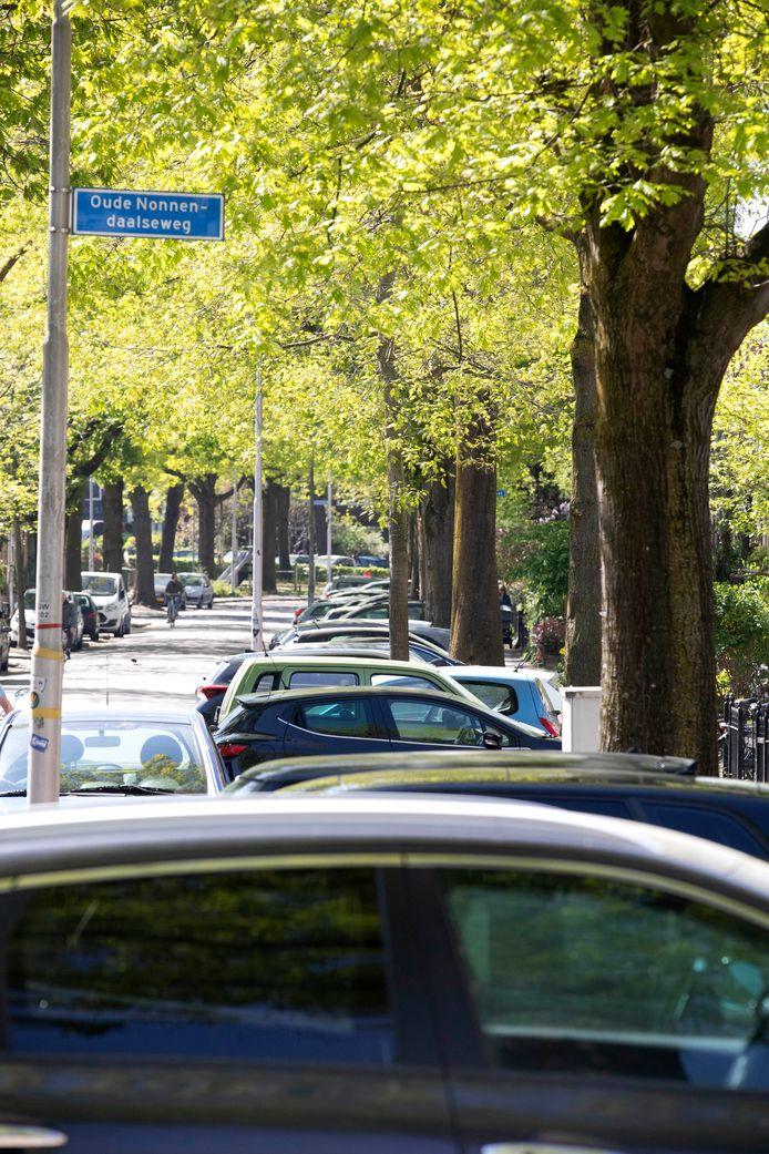 Koninginnelaan en Floraweg binnenkort vergunningsplichtig voor parkeren. Nijmegen, 23-4-2020 .