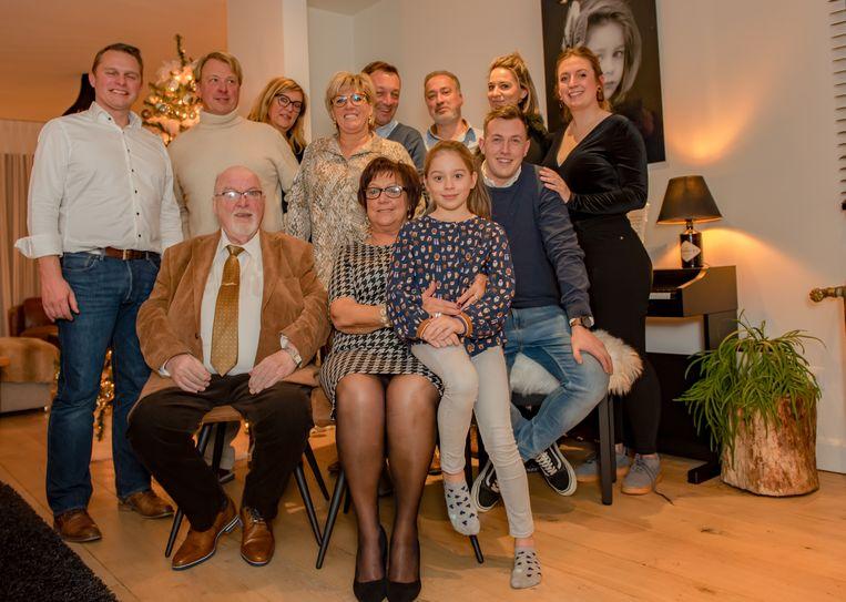 François (71) en Marie Jeanne vierden hun 50-jarig jubileum samen met hun familie en burgemeester Hans Knop.