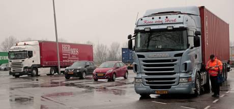 'Buitenlandse truckers slapen weer illegaal op parking Spijkenisse'