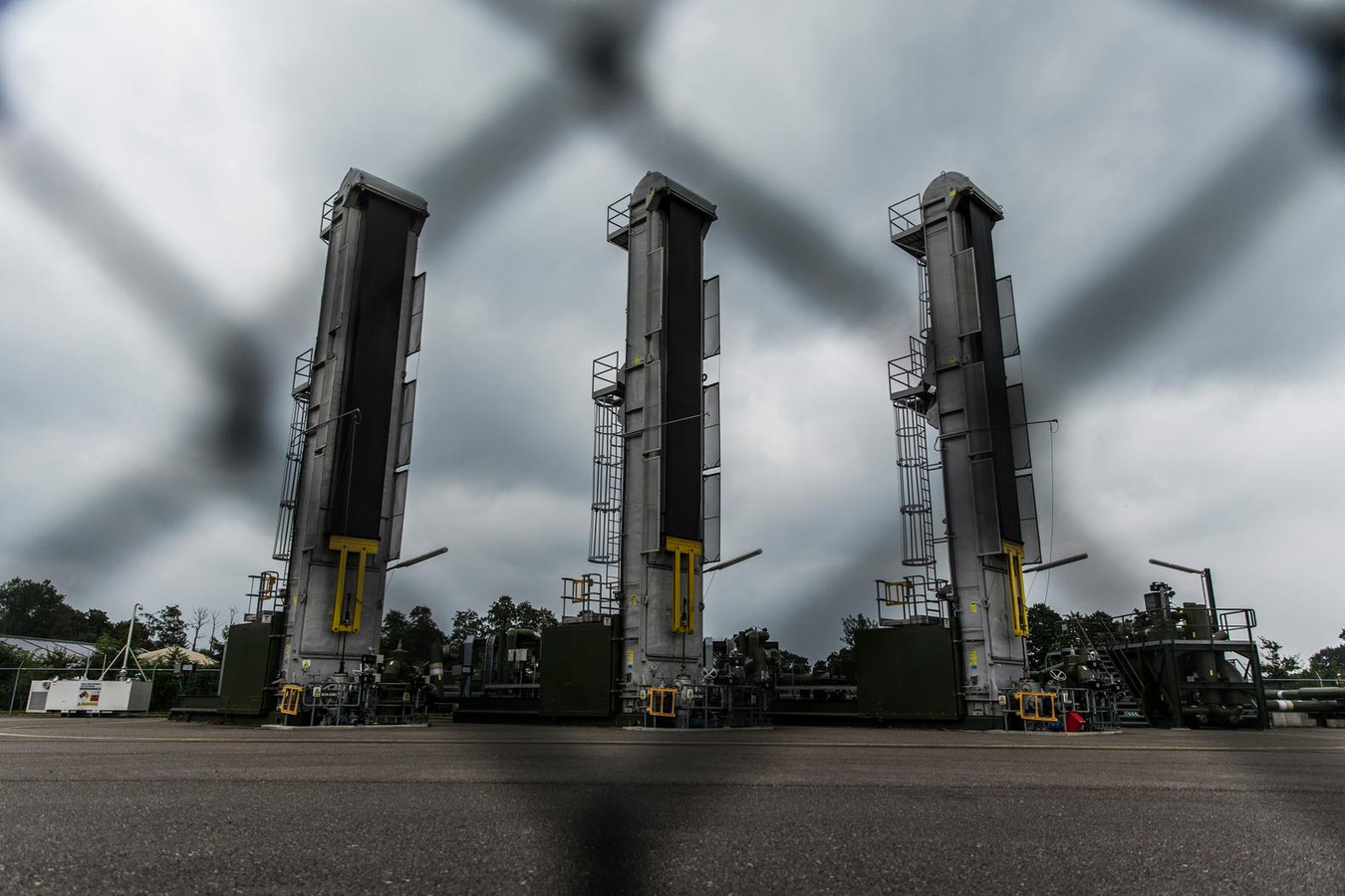 De pompinstallatie van de Nederlandse Aardolie Maatschappij waar olie wordt gewonnen.