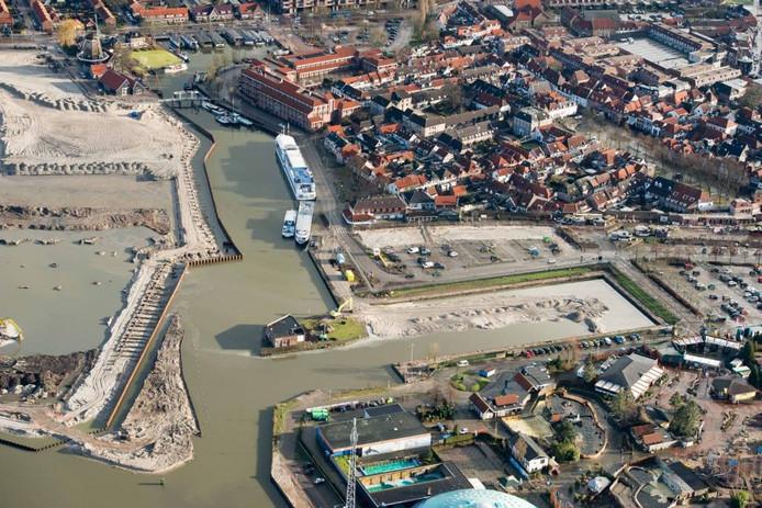 In het havengebied van Harderwijk wordt momenteel druk gewerkt.