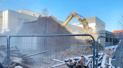 OLV-ziekenhuis blijft uitbreiden: sloopkraan veegt woning tegen de vlakte (met VIDEO)