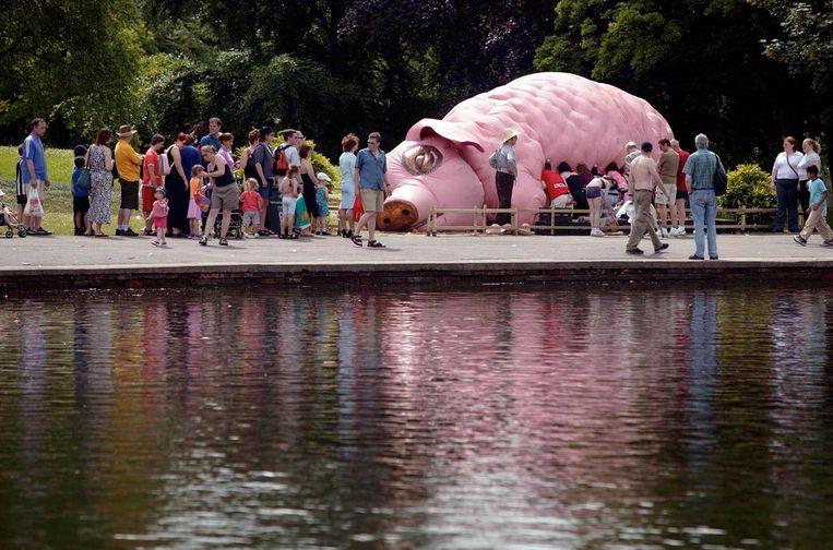 Het reusachtige nepvarken was vroeger een beroemde Britse straattheateract.