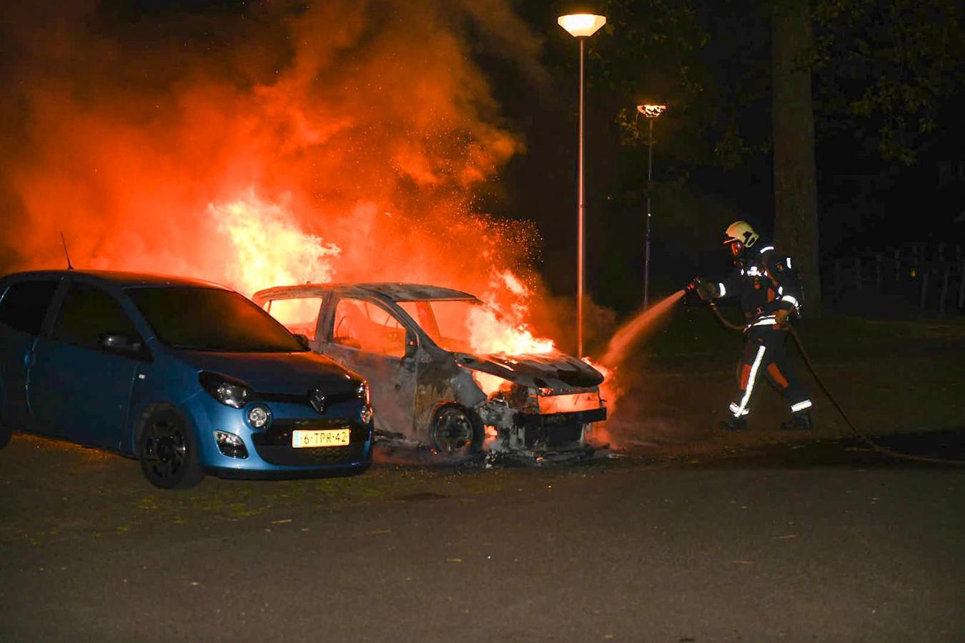 De auto van Gouwenaar Jo Alphenaar (77) brandde in de nacht van vorige week dinsdag op woensdag volledig uit aan de Pijnboomweg