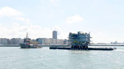Reuzengroot hoogspanningsstation voor windpark  op zee komt aan in Haven Oostende