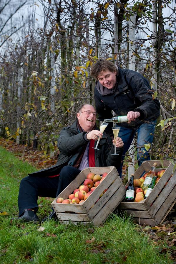 De Betuwse Krenkelaar maakt producten van appels die anders over zouden blijven. Deze en producten van andere makers zijn vanaf dinsdag te koop in Wageningen.