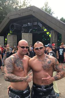 Gekke gabbers en vrolijke feestgangers genieten op Airforce Festival