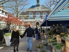 Terrassen op Raadhuisplein Apeldoorn kunnen open: markt maakt ruimte