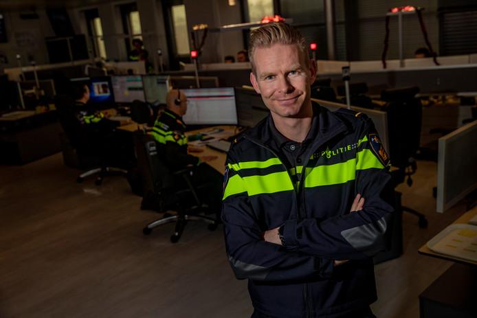 Niels Nijman Sectorhoofd Dienst Regionaal Operationeel Centrum bij Politie Oost-Nederland is blij verrast door de honderden sollicitaties voor de meldkamer.