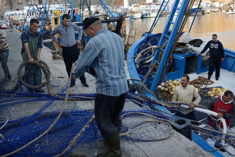 Havenarbeiders in de haven van Al Hoceima. Beeld Samuel Aranda