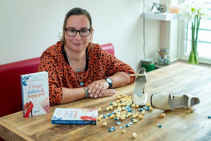 Angela Stegeman heeft net een nieuw boek uit: 'Pumps, pillen & popcorn'.