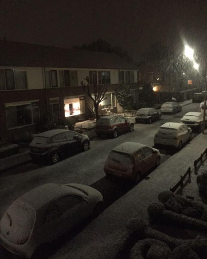 De eerste sneeuw is in ochten gevallen !! Heerlijk ! ❄️🌨🎉☃️
