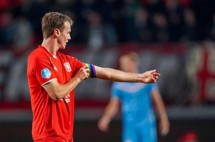 Peet Bijen, hier nog aanvoerder van het eerste elftal tegen Willem II, maakt de laatste weken minuten bij de reserves.