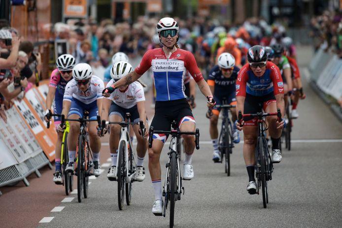 Lorena Wiebes boekt een zege in de Boels Ladies Tour.