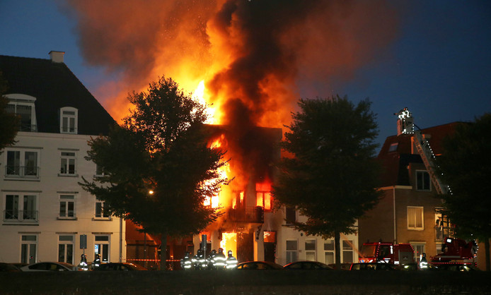 Zeer grote brand aan de Westwal in Den Bosch