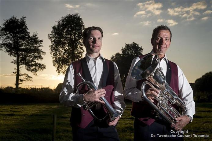Bertus en Erik Schepers, leden van fanfare Levenslust in Fleringen