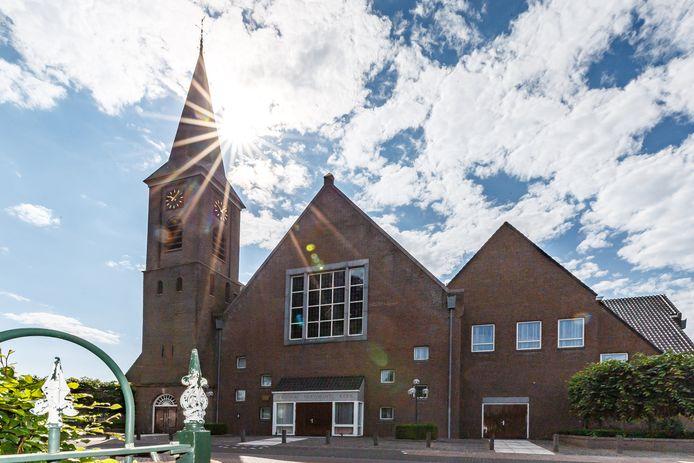 In de Hersteld Hervormde Kerk in Staphorst zitten elke zondag drie keer zeshonderd mensen op afstand van elkaar voor de eredienst.