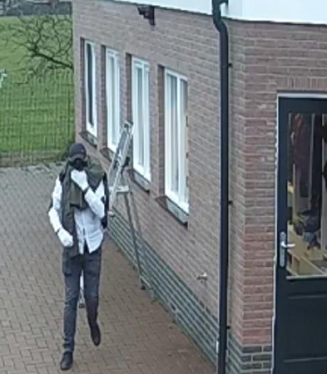 Twee auto's gestolen bij inbraak in Zevenhuizen