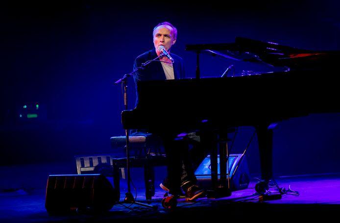 Stef Bos zit op 11 oktober in De Woeker achter zijn piano.