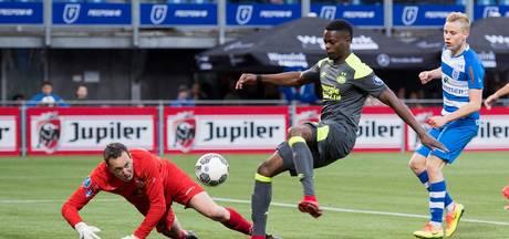 Kleurloos PSV doet het bij PEC Zwolle weer in blessuretijd: 0-1
