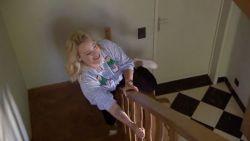 Emotioneel moment: An Lemmens glijdt nog één keer van de trapleuning in haar ouderlijk huis
