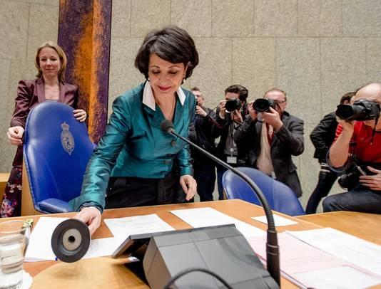 Arib pakt de voorzittershamer vast.