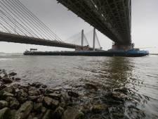 Zorgen over lozing giftig gas door schepen op de Waal bij Zaltbommel