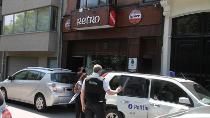Politie valt binnen in café Retro en appartement