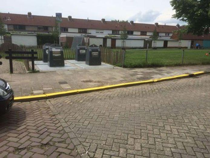 Bij een gele streep mag je niet parkeren, ongeacht wie de streep heeft aangebracht.