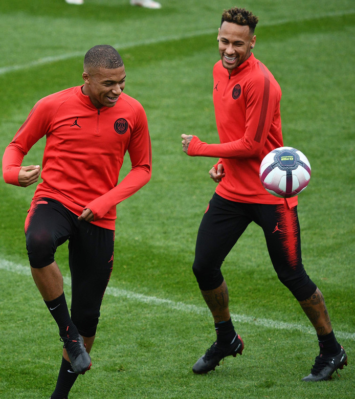 Kylian Mbappé en Neymar op de training bij Paris Saint-Germain.