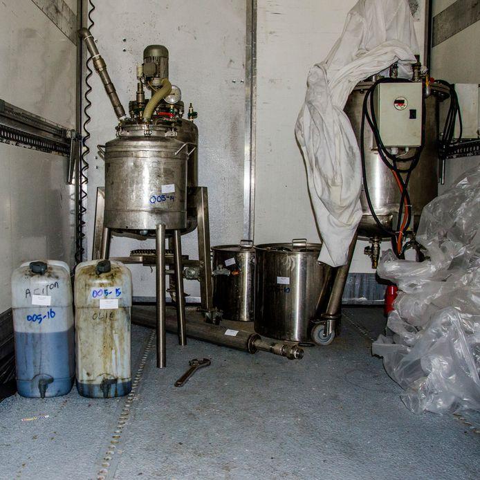 In het buitengebied van Veen werd een drugslab opgerold.